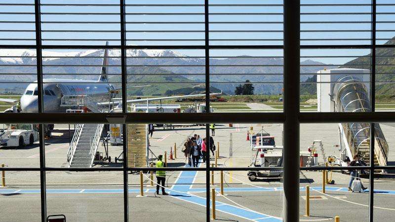 New Zealand Briefly Halts Domestic Departures